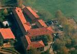 La cascina Chigollo del 1400 con il centro Il Grillo